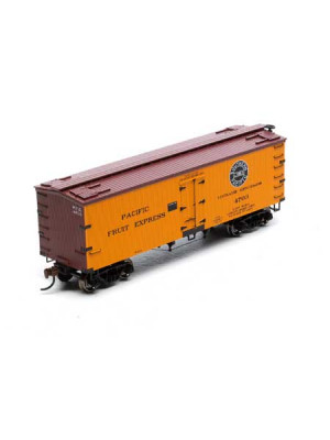 roundhouse 85554 pfe 36' old time reefer